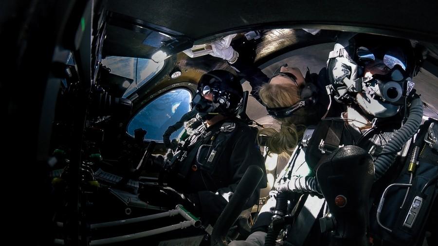 SpaceShipTwo совершил полет с пассажиром