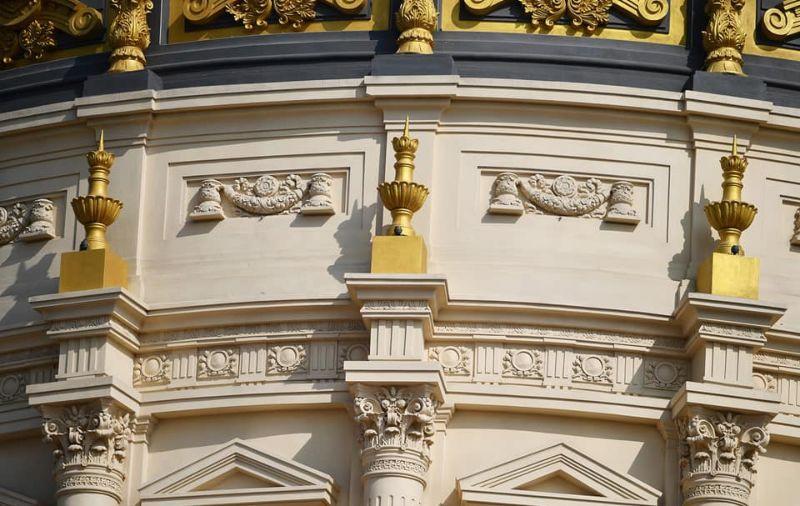 Бизнесмен строит для себя королевский дворец и уже вбухал в него млн МиР