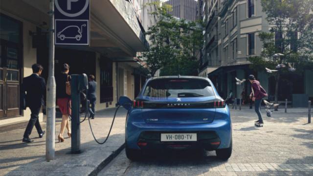 Peugeot представил свой первый полноценный серийный электрокар e-208 Peugeot