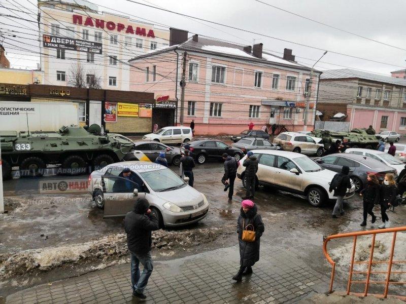 Массовое ДТП в центре Курска: БТР