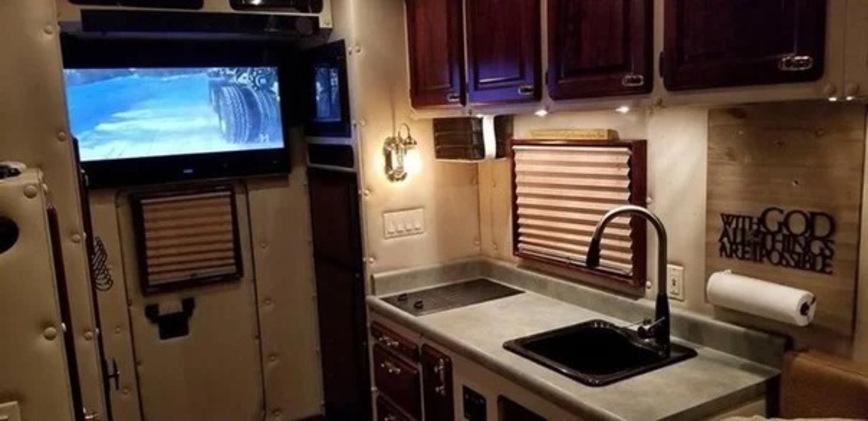 Тягач Kenworth W900 со спальным отсеком больше, чем ваша квартира автомобили