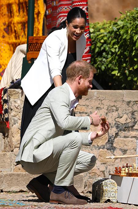 Последний день в Марокко: Меган Маркл и принц Гарри выбрали сувениры на ярмарке ремесел Монархи / Британские монархи