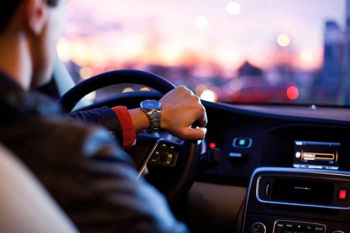 5 ситуаций, когда водитель имеет полное право проехать на красный сигнал светофора автомобили