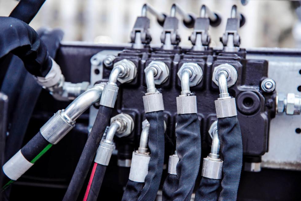 Фитинги против хомутов: как из-за копеечных деталей снижается ремонтопригодность автомобилей марки и модели. СТО